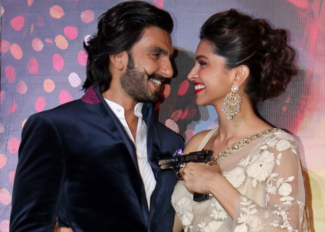 7 Pretty Blouse Necklines To Steal From Deepika padukone