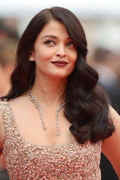 Aishwarya Rai Bachchan Shines at Cannes 2016