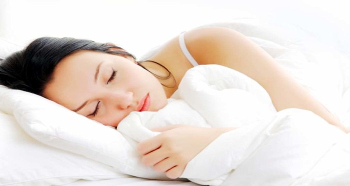 7 Beauty Habits to Follow Before Bed for Healthy Skin