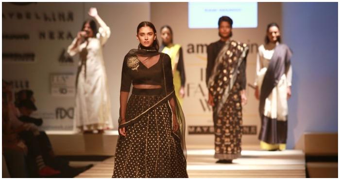 AIFW SS17 Day 1: Actress Aditi Rao Hydari Dazzled in Black For Sanjay Garg's 'Raw Mango'