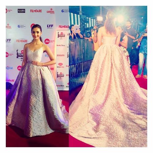 Alia Bhatt at Filmfare Awards 2017 Red Carpet!