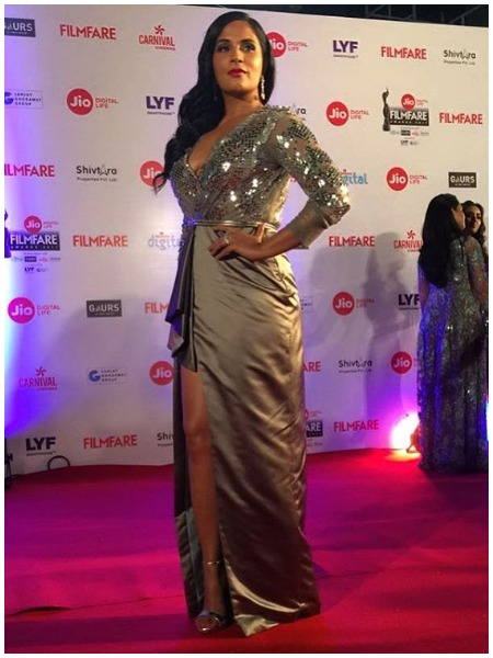 Richa Chaddha at Filmfare Awards 2017 Red Carpet!