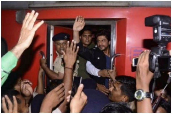 Man dies in the stampede at Vadodara Station at #RaeesByRail promotions