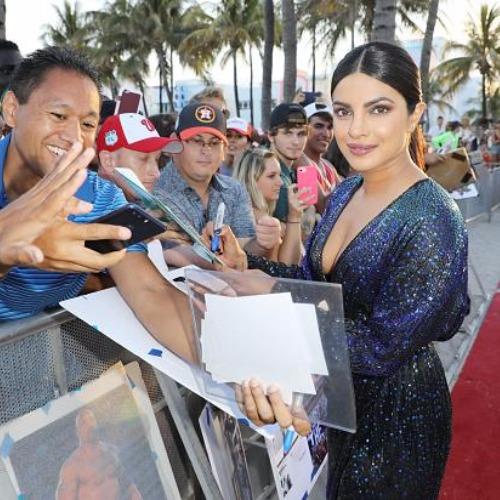 Gorgeous Priyanka Chopra Got Kiss From Dwayne Johnson Rock