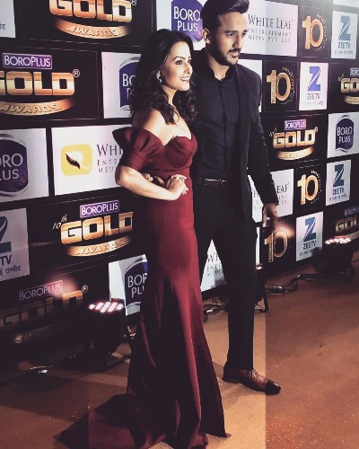 Anita Hassnandani with Rohit Reddy at Zee Gold Awards 2017