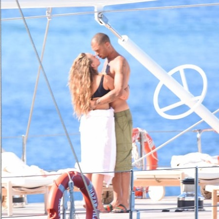 Jeremy Meeks intimate kiss with Billionaire daughter Chloe Green